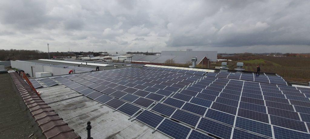 Rensol realisatie met zonnepanelen op het dak van Carrosserie Vanerum in Zellik