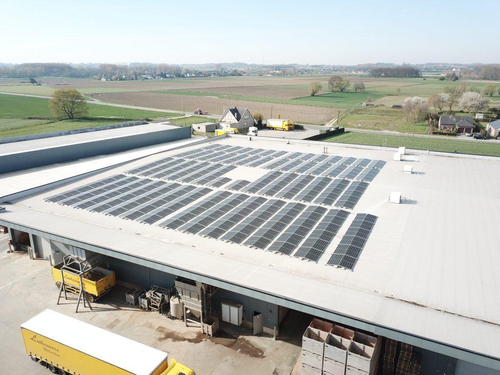 Rensol realisatie met zonnepanelen op het dak van het bedrijf Lathouwers in Wolvertem