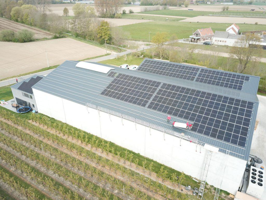 Rensol realisatie met zonnepanelen op het dak van landbouwbedrijf Emmerechts in Opwijk